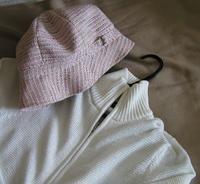 帽子とニット